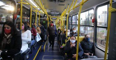 Estudo descarta relação entre o aumento nos casos de covid-19 e o transporte público